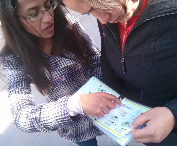 Image of two Tunisian women planning network hardware placement in Sayada, Tunisia